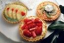 How to Make a Gelatin Glaze for Fruit