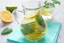 Homemade Weight-Loss Drinks With Water, Lemon and Pepper