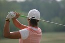 What Are the Advantages of Using the Interlocking Golf Grip?