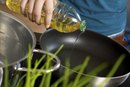 The Differences Between Vegetable Oil & Corn Oil