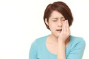Signs & Symptoms That Wisdom Teeth Need Removal