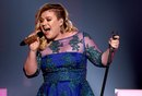 Kelly Clarkson Opens Up About the Link Between Her Mental Health and Her Weight