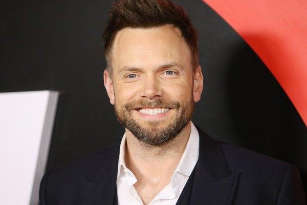 Joel McHale Talks About Living With Dyslexia