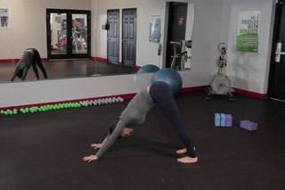 Stretches to Keep From Pulling a Back Muscle in Tennis