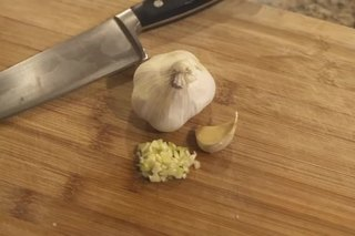 How to Chop Garlic Quickly
