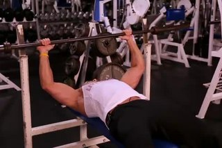 How Long of a Break Should I Take Between Bench Press Repetitions?