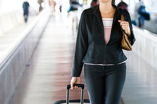 8 Tips to Stay Healthy When You Fly