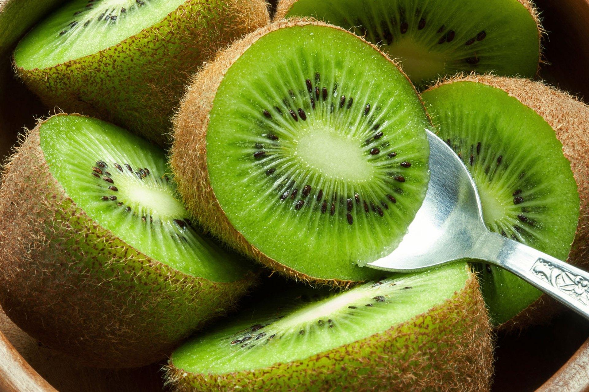 Watch 3 Ways to Eat a Kiwi video