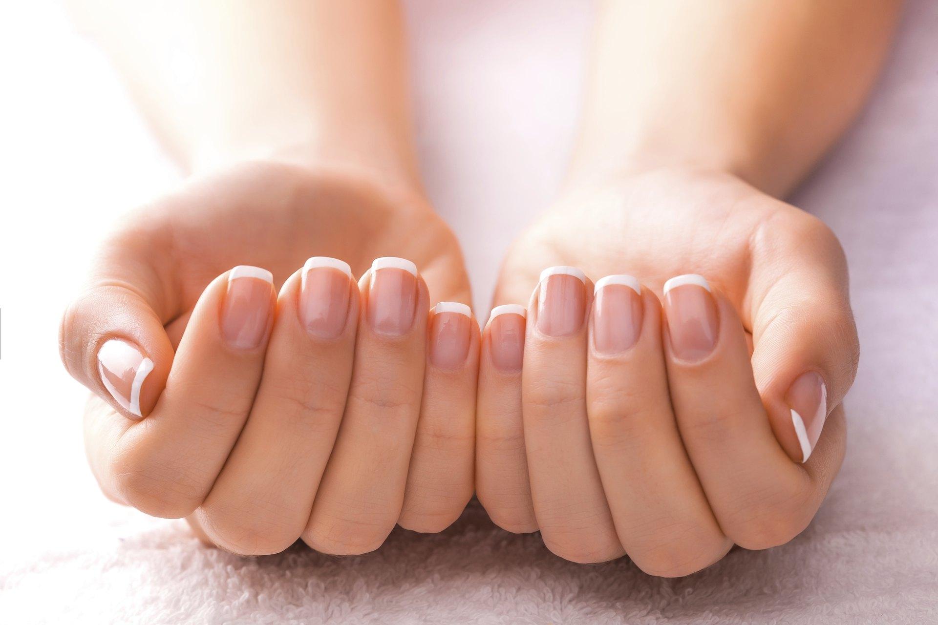 Vitamin B-12 & Fingernails   LIVESTRONG.COM