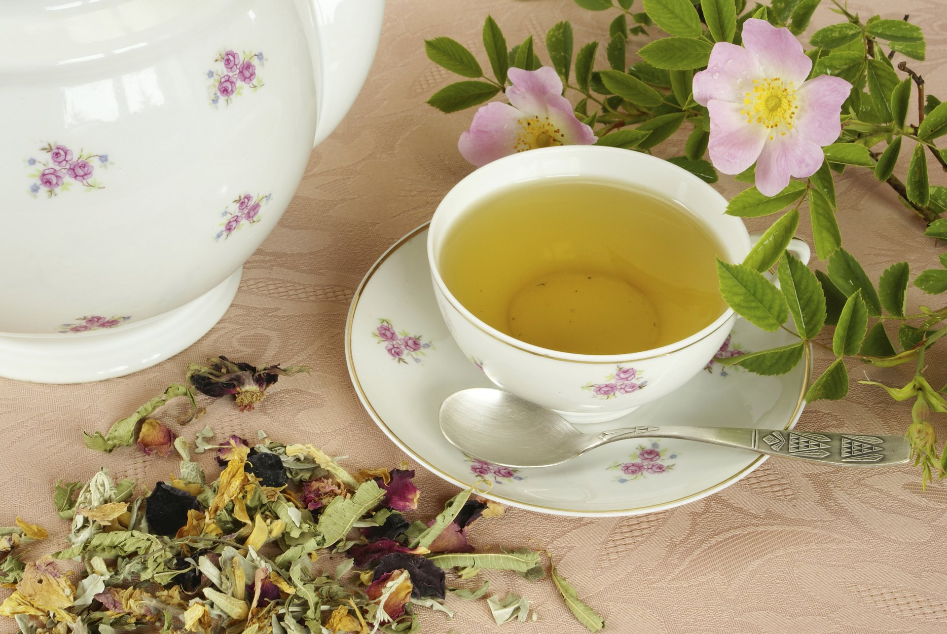 What Are The Health Benefits Of Saffron Tea Livestrong