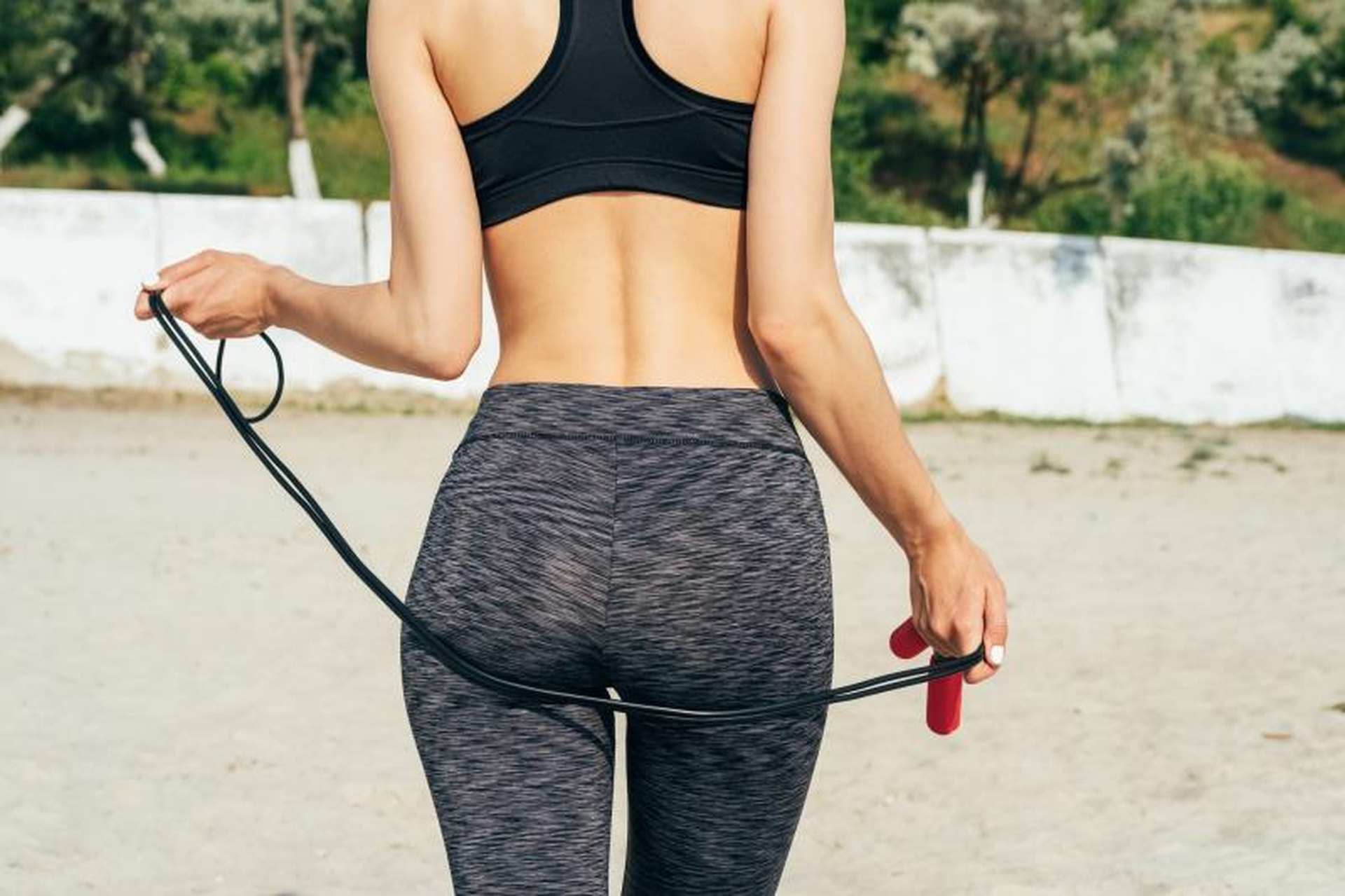 health tips for a flat stomach & bigger butt | livestrong