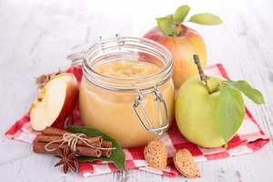 Can You Replace Vegetable Oil With Applesauce In Cake