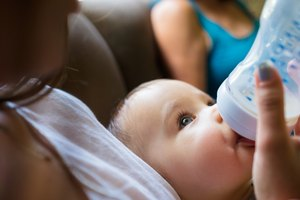 How to Change a Baby From Breast Milk to Formula Milk
