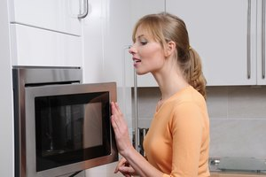 How to Defrost Frozen Skinless Chicken Breasts in the Microwave