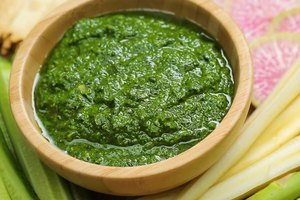 This Vegan Kale Pesto Is Packed With Healthy Fats and Vitamins