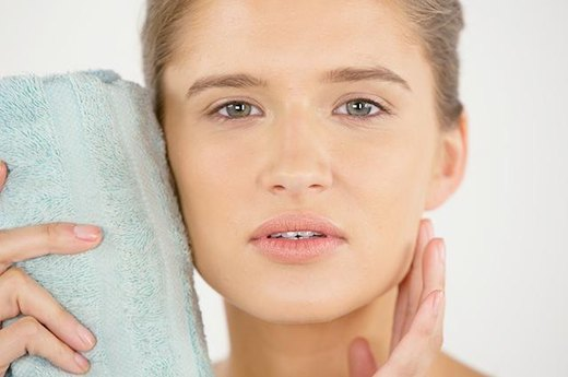 DON'T: Clog Your Pores