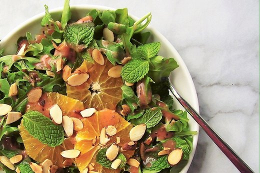 1. Citrus and Arugula Salad With Cranberry Dressing