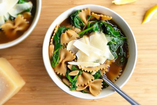 6. Garlicky Italian White Bean, Spinach and Pasta Soup