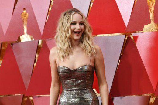 13. Jennifer Lawrence: Chili Pizza Sandwich